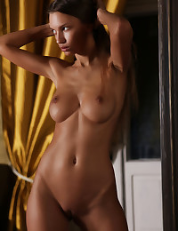 Elin bare in erotic CESADE gallery