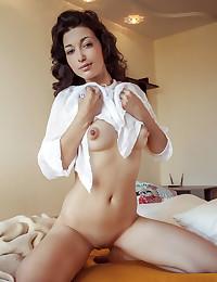 Elyse nude in erotic COMFORT gallery - MetArt.com