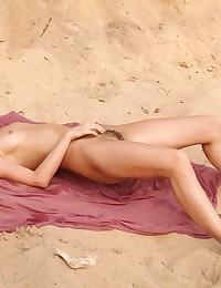 Erotic Hottie - Naturally Beautiful Amateur Nudes