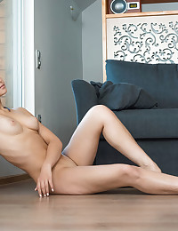Glamour Cutie - Naturally Beautiful Fledgling Nudes