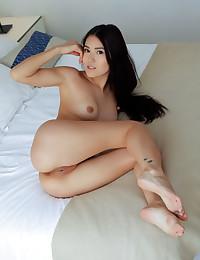 Kimiko nude in erotic TEASE gallery