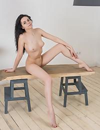 Erotic Hotty - Naturally Beautiful Amateur Nudes