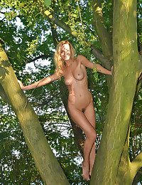 Glamour Hotty - Naturally Jaw-dropping Fledgling Nudes