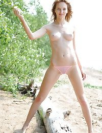 Softcore Ultra-cutie - Naturally Wonderful Inexperienced Nudes