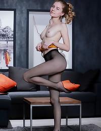 Shayla bare in glamour RECALTIS gallery - MetArt.com
