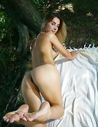 Juck bare in erotic FEDATE gallery - MetArt.com