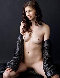 Erotic Bombshell - Naturally Beautiful Unexperienced Nudes
